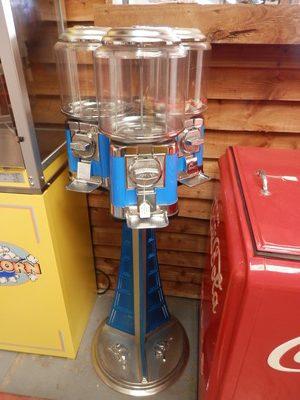 Beaver Gumball Machine (3 pod)