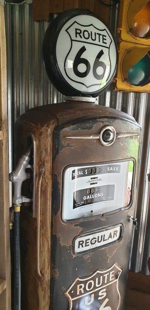 Route 66 Bennett 900 gas pump