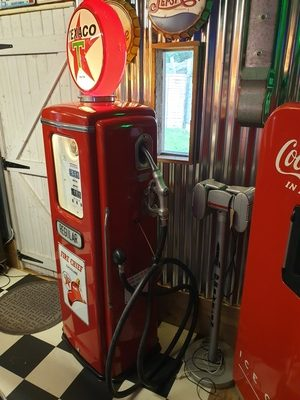 Tokheim 39 gas pump 2